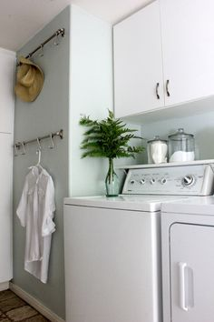 House of Turquoise: Beautiful laundry room makeover
