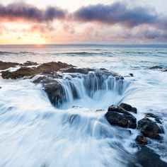 Thor's Well on the coast of Oregon is known as the Gate to Hell, but science shows the sinkhole isn't as insidious as it appears. Pacific City Oregon, Lincoln City Oregon, Seaside Oregon, Newport Oregon, Oregon Coast, Pacific Ocean, Pacific Coast, Oregon Ducks, Oregon Travel