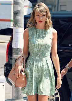 Taylor Swift - Get the latest clothes,outfits and style photos and videos today! Estilo Taylor Swift, All About Taylor Swift, Taylor Swift Style, Taylor Alison Swift, Taylor Swift Pictures, Glamour, Green Dress, Celebs, Celebrities Fashion