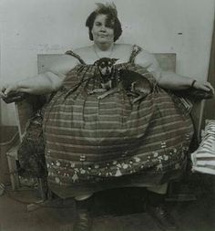 Circus fat lady with her dog, Troubles, 1964 - Diane Arbus
