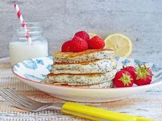 Lekker snelle en frisse pancakes met citroen, maanzaad en aardbeien