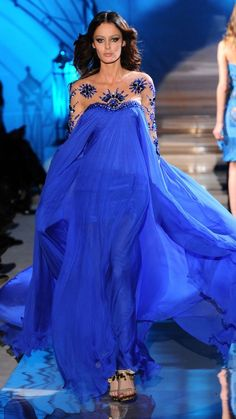 carissagold: Zuhair Murad, Haute Couture - S/S 2011 Zuhair Murad, Fashion Moda, Blue Fashion, Beautiful Gowns, Beautiful Outfits, Estilo Glamour, Marine Uniform, Bleu Royal, Royal Blue