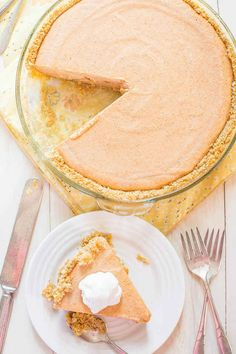 20 Easy Thanksgiving Recipes Pumpkin Ice Cream Pie – The easiest pumpkin pie you'll ever make! Put it on your Thanksgiving menu and save yourself pie-making stress! Pumpkin Ice Cream, Easy Pumpkin Pie, Canned Pumpkin, Pumpkin Dessert, Pumpkin Recipes, Pumpkin Spice, Pumpkin Puree, Ice Cream Pies, Thanksgiving Desserts