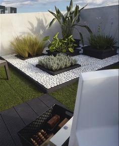 Un pequeño #jardin de #diseño tipo #zen y enmarcado en #cesped #artificial