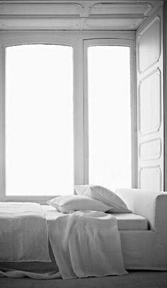 Wyjątkowa sypialnia w bieli. http://domomator.pl/wyjatkowa-sypialnia-bieli/