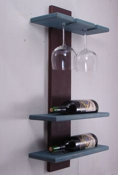 Estante rústico moderno del vino con el sostenedor de copas de vino - colgante de la pared