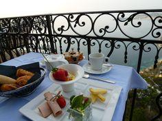 """Prima colazione, Ristorante di """"Chateau Eza""""(Hotel), Eze, France (Marzo)"""