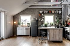Scandinavian x Industrial meets Boho in this Stunning Stockholm Loft Loft Design, Küchen Design, Modern Kitchen Design, Interior Design Kitchen, Loft Industrial, Dining Corner, Lofts, Concrete Kitchen, Bright Homes