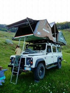 OMG how cool this Land Rover Defender 110 looks with two roof top tents! Landrover Defender, Land Rover Defender Camping, Defender Camper, Land Rover Defender 110, Landrover Camper, Jeep Rubicon, Truck Camping, Diy Camping, Jeep Wranglers