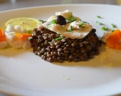 Salade tiède de lentilles et son effeuillée de cabillaud Salads, Beef, Recipes, Food, Cooking Recipes, Ham Hock, Meat, Recipies, Essen