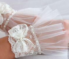Купить Перчатки свадебные. Кружевной манжет - перчатки, перчатки без пальцев, перчатки женские Lace Cuffs, Lace Gloves, Knitted Gloves, Lace Patterns, Clothing Patterns, Sewing Patterns, Bridal Lace, Lace Wedding, Wedding Gloves