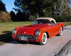 1955 Corvette - Three speed, The year Corvette almost ended. Thank You, Mr. Ford, With such a disastrous beginning, how did the Corvette survive? After three model years, it did not look good. Chevrolet had a new plant capable of producing 10,000 Corvettes a year, yet only sold 700 in 1955. Customers did not seem interested and dealers, many of whom lost money on 1954 models, less so. Under most circumstances, a car company would just cut their losses.