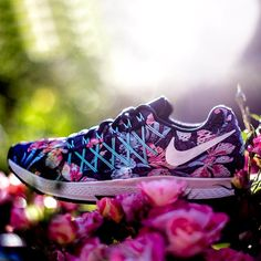 Freshly picked.  A floral pattern adorns our new collection for summertime running. The Nike Photosynthesis Pack is now available on nike.com.  Find it in our bio.