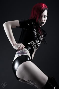 oModel is Starfucked Photo by TzR Latex from Abstinence Latex MUAH - Linnéa Hällfors