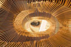 "LVMH のパリ新オフィスに作られた""ハーフスネイク""螺旋階段をチェック"