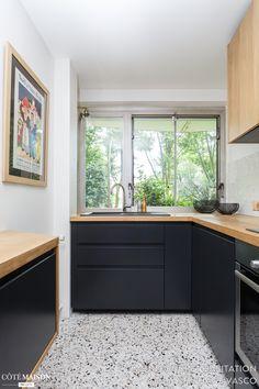 Une cuisine en noir et bois plein de chic !