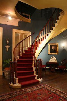 seprepandsocialsensibility:  bourbon-and-roses:  The staircase of Houmas House, Burnside LA  Houmas House is a work of art.