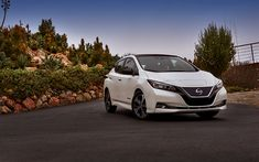 Download wallpapers Nissan Leaf, 2018 cars, new Leaf, electric cars, road, japanese cars, Nissan