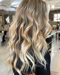 Golden Blonde Balayage for Straight Hair - Honey Blonde Hair Inspiration - The Trending Hairstyle Blonde Wavy Hair, Honey Blonde Hair, Ombre Hair, Natural Blonde Highlights, Babylights Blonde, Light Blonde Balayage, Blonde Ombre, Ash Blonde, Platinum Blonde