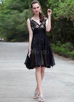 Black Classic V-Neck Lace Chiffon Women's Graduation Dress - Milanoo.com