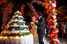 Wedding in Acireale #wedding #sicily #weddingplanner #flowerdesign #roses #weddingcake