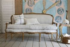 Find a vintage couch and set it up at the reception for photo shoots for the guest book!