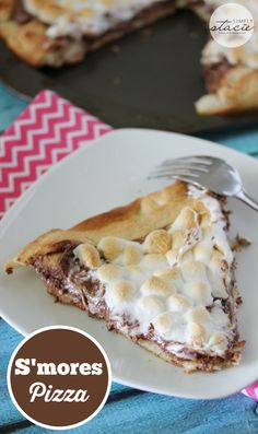 S'mores Pizza S'mores Pizza – sticky, sweet pizza heaven! Covered in rich chocolate and then topped with melted marshmallows for an out-of-this-world dessert! Sugar Cookies Recipe, Cookie Recipes, Dessert Recipes, Party Recipes, Summer Recipes, Pillsbury Pizza Crust Recipes, Pillsbury Dough, Pizza Recipes, Easy Desserts