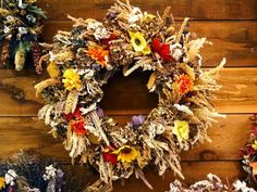 Looking for ideas, tips & tricks for your DIY Fall Decor Projects? This collection features of the best DIY Fall Decor ideas for the home and garden. Diy Fall Wreath, Autumn Wreaths, Fall Diy, Rustic Wreaths, Thanksgiving Flowers, Thanksgiving Decorations, Seasonal Decor, Happy Thanksgiving, Fall Home Decor