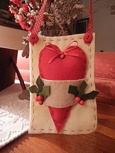 Although it has holly and berries, you could easily turn this into a Valentines day heart. Tutorial ~ PB190506.JPG