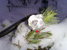 Ruusu (alumiinisesta tuikkukiposta)