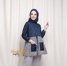 Hijab Style Dress, Casual Hijab Outfit, Muslim Fashion, Hijab Fashion, Fashion Outfits, Blouse Batik Modern, Batik Muslim, Batik Fashion, Blouse Models
