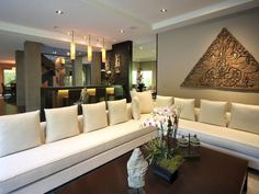 Zen Sanctuary in Beverly Hills    The art, furnishings and lighting within the space were selected to work together to suggest an air of sophistication and tranquility.