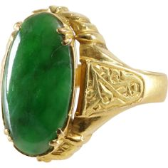 A regal antique green jadeite jade ring, in 20Kt gold, Qing Dynasty, China, circa 1820's - 1900's #Jewelry #Jade #Ring #Bling