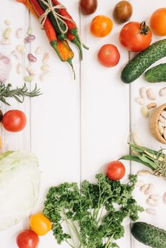 Vegetables and herbs Free Photo Healthy Lunch To Go, Healthy Life, Healthy Eating, Fresh Fruits And Vegetables, Fresh Herbs, Mushroom Cream Soup, Food Set Up, Hummus Ingredients, Food Wallpaper