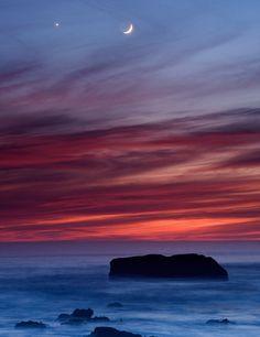 lori-rocks:  Sunset & moonrise by qhuang_net