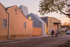 Completed in 2015 in New Orleans, United States. Images by William Crocker . Starter Home* is an opportunistic urban housing program created to develop affordable, entry-level homes for the speculative market that prioritizes:. Green Building, Building A House, Building Homes, New Orleans Homes, Narrow House, Starter Home, Level Homes, Concept Home, Affordable Housing