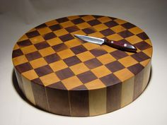 Round thick cutting board in end grain Eastern Rock Maple and Black Walnut 2005 End Grain Cutting Board, Diy Cutting Board, Wood Cutting Boards, Butcher Block Cutting Board, Cnc Woodworking, Woodworking Projects That Sell, Wooden Chopping Boards, Wood Pieces, Wood Turning
