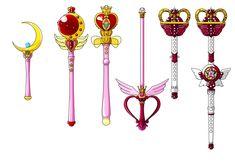 GLI SCETTRI LUNARI  Per combattere i nemici della Terra, Sailor Moon convoglia i suoi poteri negli Scettri Lunari e anche questi, come le spille, cambiano forma e forza a ogni stagione. Il primo scettro lunare, il Moon Stick, le viene consegnato da Luna, la sua gatta parlante, e la rende il capo delle Guerriere Sailor.