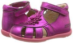 be6171a7ef4d4 33 meilleures images du tableau chaussures enfants
