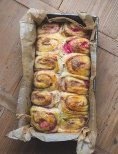 Soft Cinnamon Rolls - Sehr weiche Rhabarber-Zimtschnecken