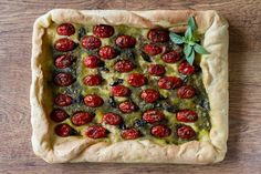 Cherry Tomato and Basil Focaccia by Greek chef Akis Petretzikis. The quickest and easiest recipe to make one of the most flavorful, aromatic homemade Focaccias! Small Tomatoes, Cherry Tomatoes, Healthy Yogurt, Healthy Eating, Vegan Recipes, Cooking Recipes, Drink Recipes, Protein Smoothie Recipes, Bread And Pastries