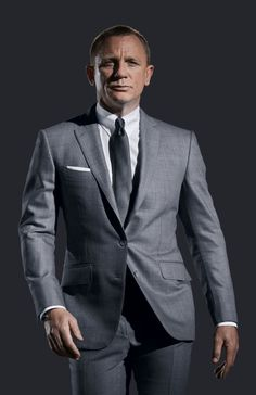Discover our collection of Daniel craig james bond suits . These elegant Daniel craig 007 tuxedos and suits are available at discounted price Terno James Bond, Style James Bond, James Bond Suit, Bond Suits, Men's Suits, Tom Ford James Bond, Fitted Suits, Gray Suits, Grey Suit Men