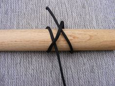 In this tutorial you will learn how to make a hiking stick paracord wrap. Hand Carved Walking Sticks, Wooden Walking Sticks, Walking Sticks And Canes, Walking Canes, Paracord Uses, Paracord Tutorial, Paracord Knots, Paracord Bracelets, Paracord Braids