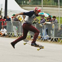 Representando no camp do Museu @blacklotfi de No comply  Foto Allison Souza  #sampalongboarders #longboard #longboarding #longboarder #drop #session #photooftheday #trick #nocomply #tentoesout