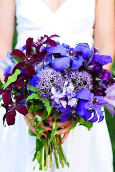 love these flowers, maybe not the maroon hugh though…Sweet pea Allium Clematis Scabiosa Flower Campanula…. Deep Purple Wedding, Purple Wedding Bouquets, Floral Bouquets, Wedding Flowers, Bridal Bouquets, Wonderful Flowers, Pretty Flowers, Purple Flowers, Beautiful Bouquets