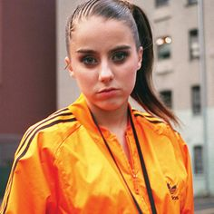 Lady Sovereign was born Louise Amanda Harman to Nicola Wood and Colin Harman . 2000s Fashion, Uk Fashion, Lady Sovereign, High Ponytails, Aesthetic Vintage, Costume Design, Hair Makeup, Sexy Women, Cha Cha