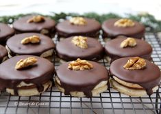 Islere cu ciocolata Sweets Recipes, No Bake Desserts, Cookie Recipes, Romanian Food, Romanian Recipes, Something Sweet, Baked Goods, Food To Make, Bakery