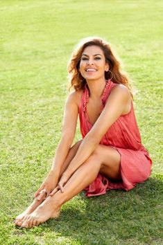 Eva Mendes and Ryan Gosling: The Super-Private Couple Have Been Together Since 2011 - Celebrities Female Eva Mendes Feet, Eva Mendes And Ryan, Beautiful Celebrities, Most Beautiful Women, Actrices Hollywood, Shape Magazine, Celebrity Feet, Maternity Dresses, Lady