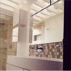 Design by: Elizabeth Arévalo Diseño & Decoración. #baños #bathroom #diseñopropio #decoración #elizabetharevalo #mitrabajo #design #interiordesign #interior_design #homedecor Bath Design, Interiores Design, Bathroom Lighting, Mirror, Rooms, Furniture, Home Decor, White Quartz, Design Ideas