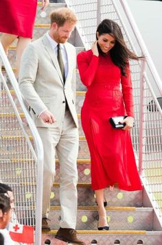 Prince Harry, Duke of Sussex and Meghan, Duchess of Sussex arrive at Nuku'alofa airport on October 2018 in Nuku'alofa, Tonga. The Duke and Duchess of Sussex are on their official Autumn. Princess Meghan, Prince Harry And Meghan, Royal Princess, Tonga, Duke And Duchess, Duchess Of Cambridge, Kate Middleton, Windsor, Red Valentino Dress